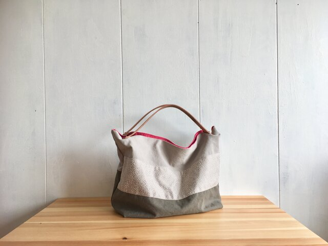 ヌメ革持ち手の鞄 グレイッシュカラーの画像1枚目
