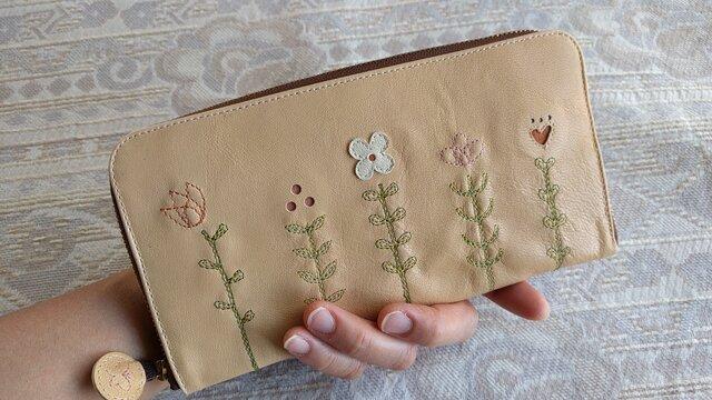刺繍革財布『LIFE』オレンジクリーム(ヤギ革)ラウンドファスナー型の画像1枚目