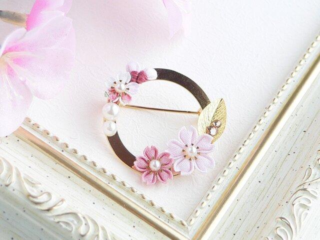 桜のリングブローチ  *つまみ細工*の画像1枚目