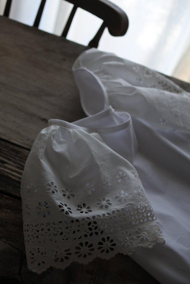 アンティークレースのお袖のブラウスの画像1枚目