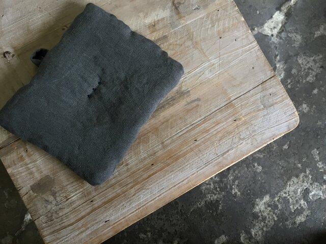 墨染めリネン 鍋つかみ 刺繍紺Cの画像1枚目