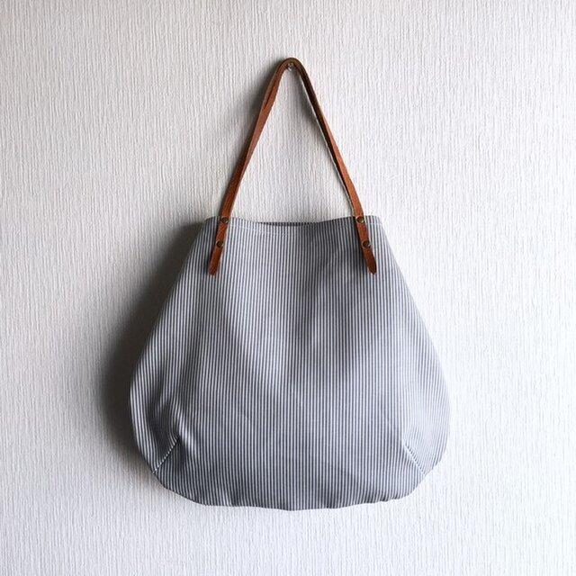 ヒッコリーと極厚オイルヌメの丸型トートバッグ【サックス】の画像1枚目