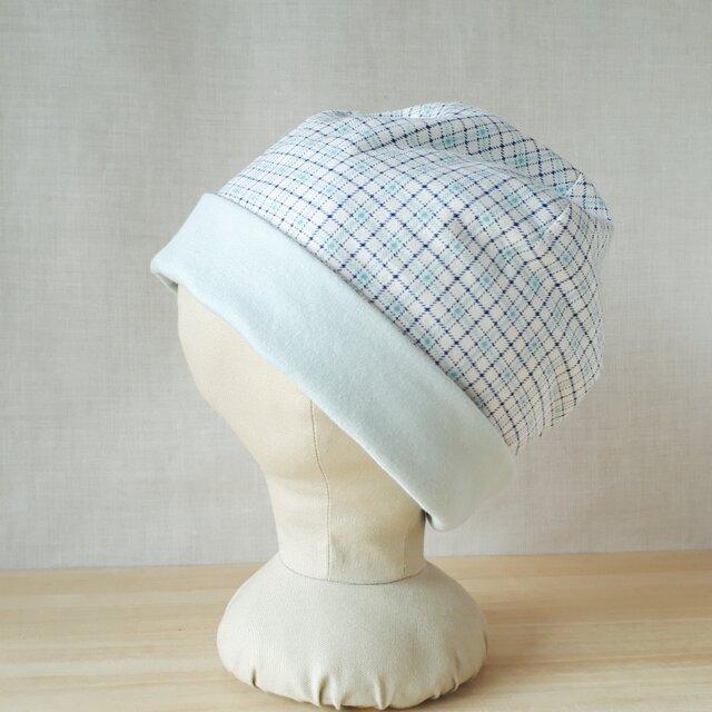 【値下げ】ニットのリバーシブル帽子*オフ白地にブルー系チェック×アイスグリーン♡小さめサイズの画像1枚目