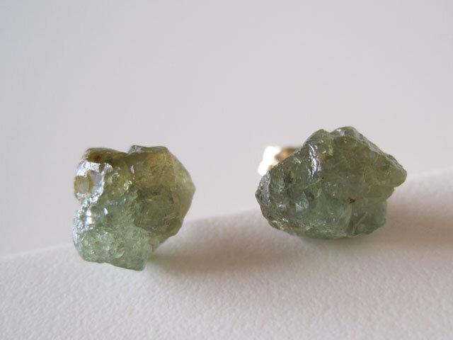 デマントイドガーネットの原石ピアス /Namibia  14kgfの画像1枚目