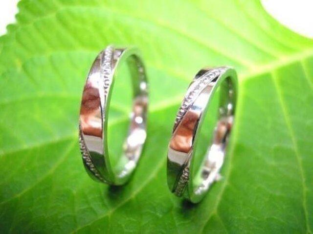 プラチナ結婚指輪・ミルを斜めに打ち込んだスタイリッシュタイプの画像1枚目