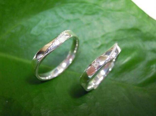 手作りの結婚指輪・可愛いVライン&ミル・女性にはダイヤ入りの画像1枚目