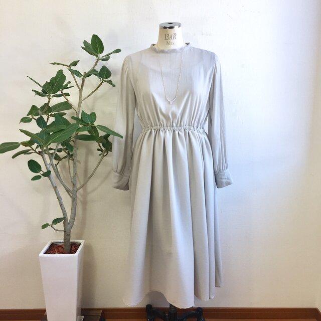 大人の透け感❤️シースルーシフォン素材の長袖ワンピース ライトグレー(サイズフリー L〜L L)※インナーはついてません。の画像1枚目