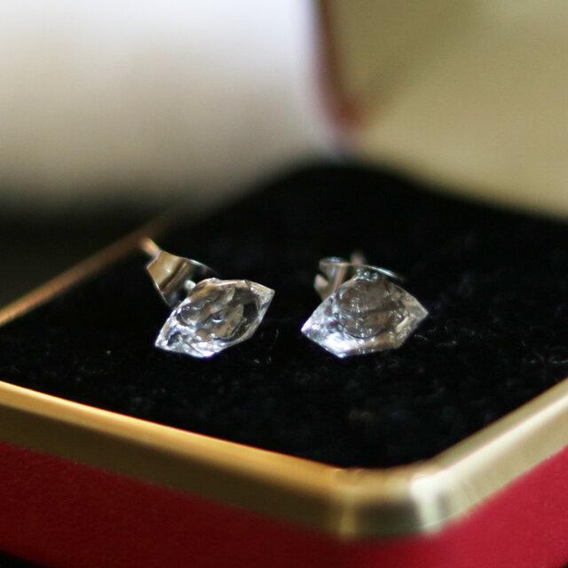(一点もの)ハーキマーダイヤモンドのスタッドピアス(8mm・サージカルステンレス)の画像1枚目