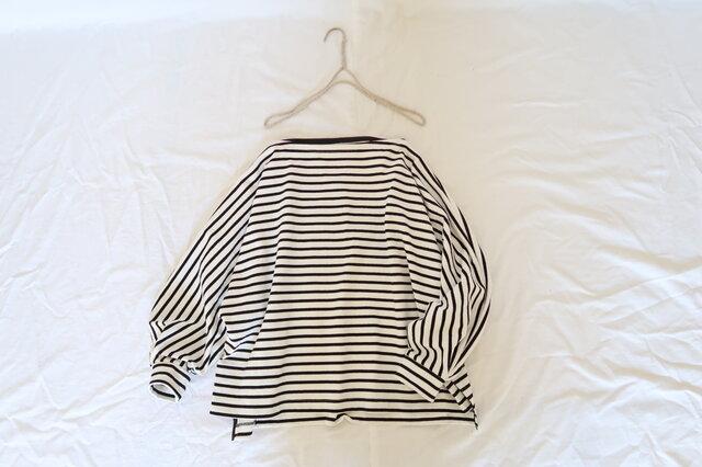 ボリューム袖♡ボーダートップス(ホワイト×ネイビー)♪ドルマンスリーブ&オーバーサイズ・トレンドボーダーカットソーの画像1枚目