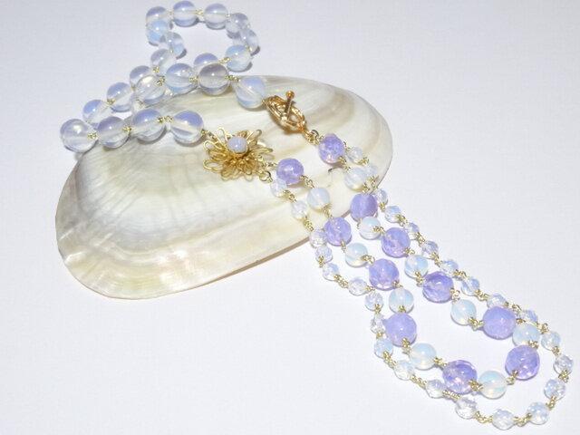 オパールセントガラス(シンセティックオパール)ビーズのネックレスの画像1枚目