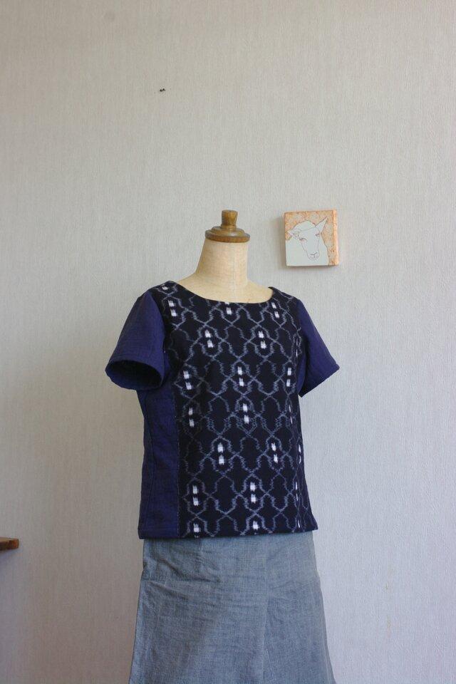 久留米絣とガーゼのTシャツ(濃紺地クリオネ柄)の画像1枚目