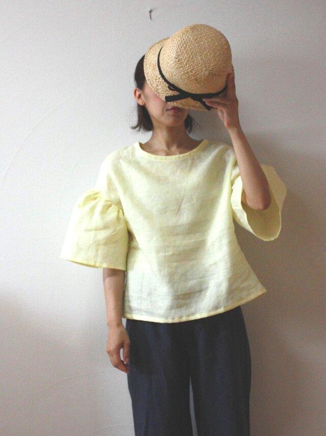 リネン レモンシャーベット色のフレアースリーブ ブラウスの画像1枚目