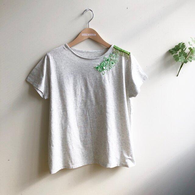 杢グレーTシャツ 爽やかグリーンのデコレーションの画像1枚目