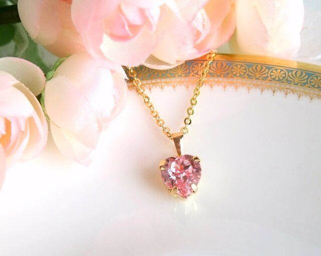桜色 ハートのスワロフスキーネックレスの画像1枚目
