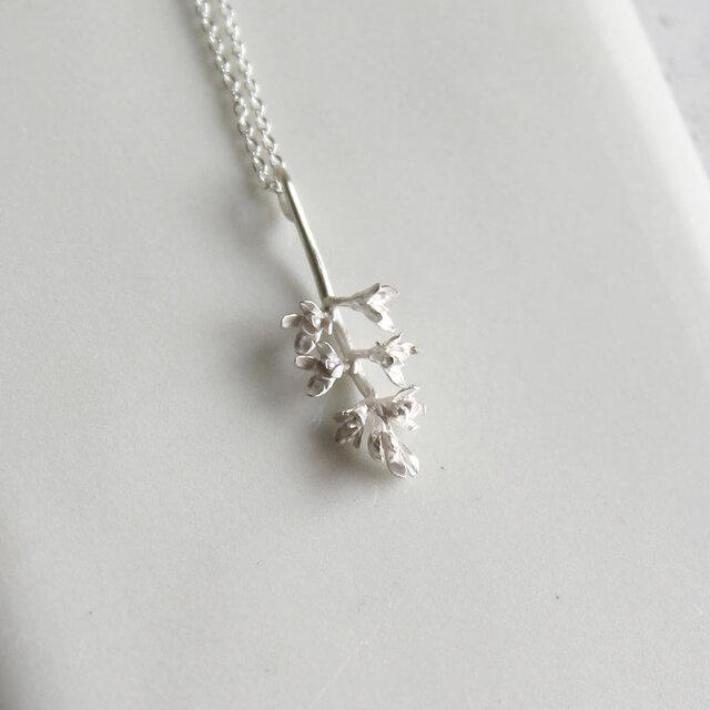 sv925 オリーブの花のネックレスの画像1枚目
