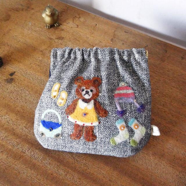 羊毛フェルト刺しゅうのパカパカポーチ(くま)の画像1枚目
