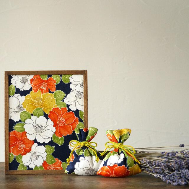 【ギフト】桐の飾り箱ときもの匂い袋セット 椿文の画像1枚目