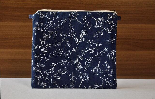 藍染×型染ポーチ(七花)ショルダー用紐ありの画像1枚目
