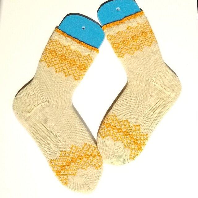 部分編み込みの手編み靴下 (クリーム&オレンジ) P002の画像1枚目