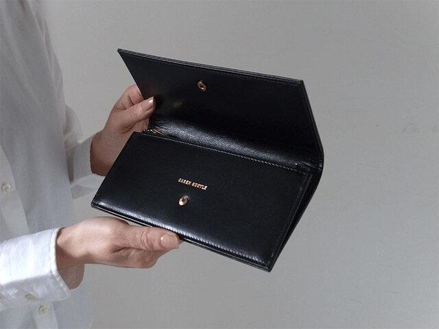 スムースレザーで作ったシックな長財布 - Long Wallet - ブラック - :カレン クオイルの画像1枚目