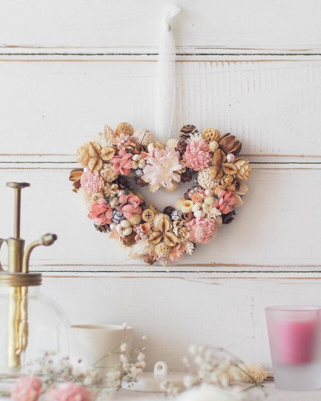 【トロッケンクランツ】木の実と小花のハートリースの画像1枚目