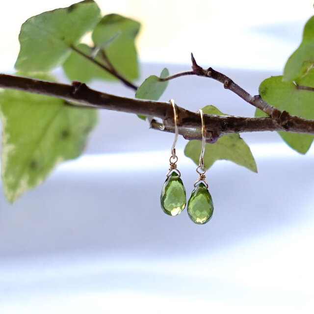 K18 高品質 ペリドット ペアシェイブ フックピアス 天然石 美しいグリーン色の画像1枚目