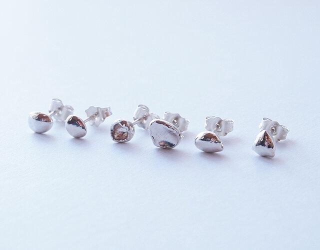 純銀(pure silver)ひとつぶピアス 1本 『K』の画像1枚目