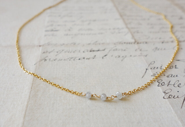 No.162*14kgfライトグレーダイヤモンドの3粒ネックレスの画像1枚目