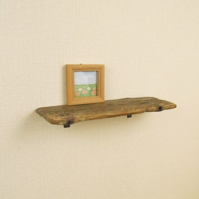 【温泉流木】コーヒー豆のような木の節と穴がおもしろいレトロな壁掛け小棚 ウォールラック 流木インテリアの画像1枚目