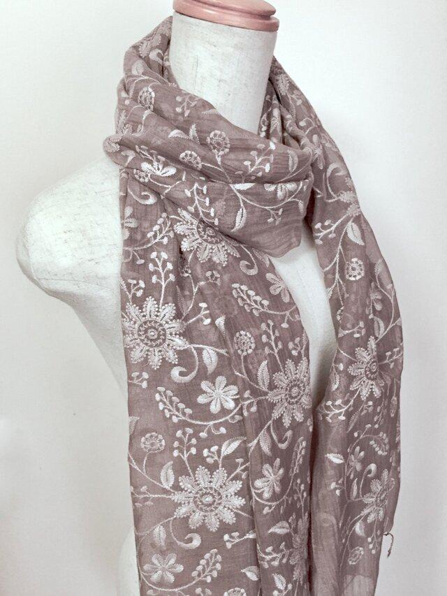 総刺繍ひば染め絹/綿 フラワーストール(グレイジュ)の画像1枚目