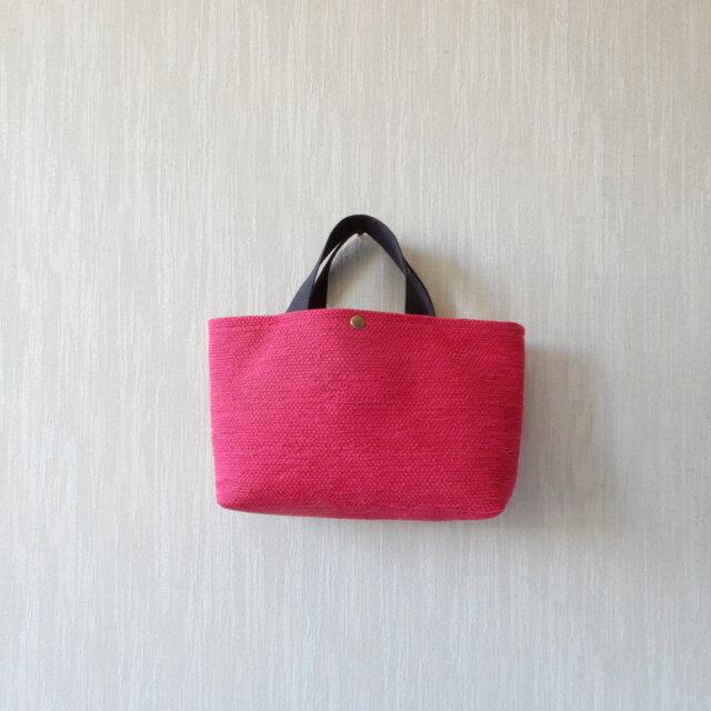 裂き織りのバッグ Mサイズ横長 濃いピンクの画像1枚目