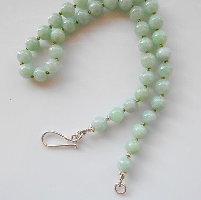 優しい色合いの翡翠のネックレスの画像1枚目