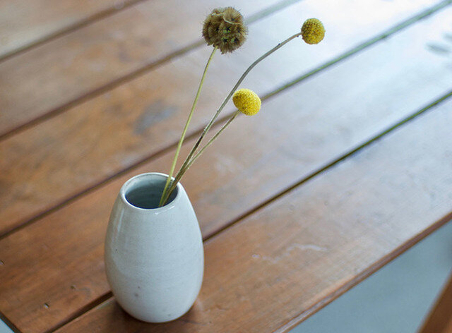 白い陶器の花瓶(無)の画像1枚目