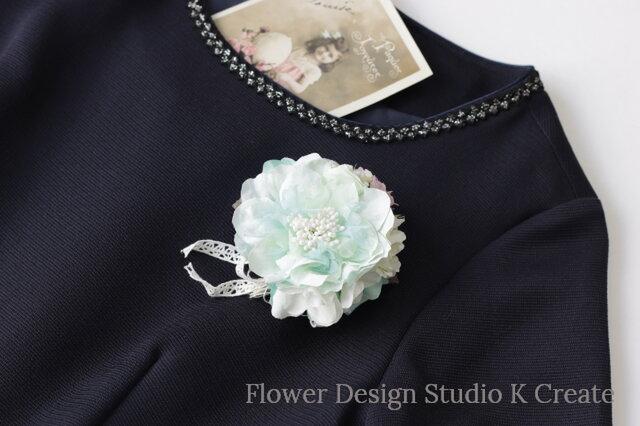 ミント色の布花のコサージュ(ヘッドドレス可) おでかけ コサージュ ヘアクリップ パーティー 結婚式 フォーマルの画像1枚目