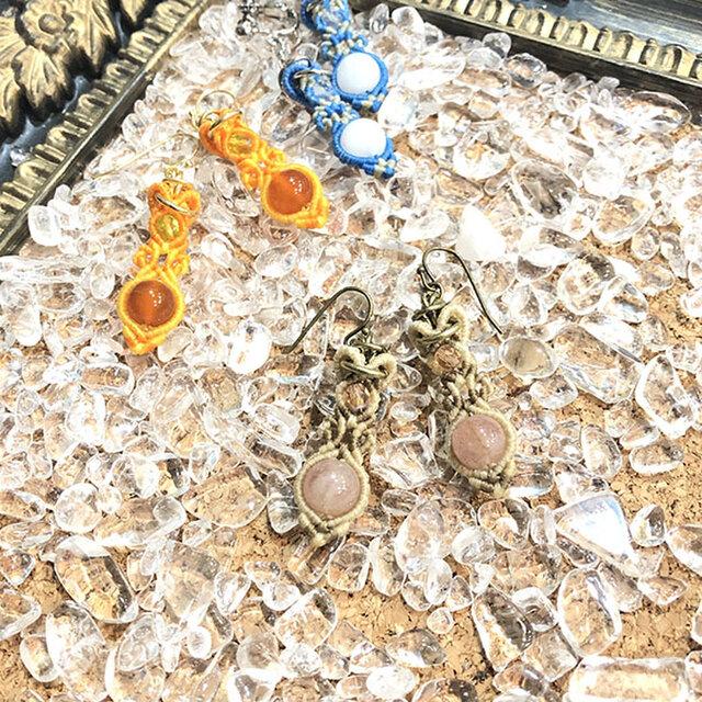 新色追加!天然石のマクラメ編みピアス&イヤリング【花瓶】ブラウン系・ストロベリークォーツの画像1枚目