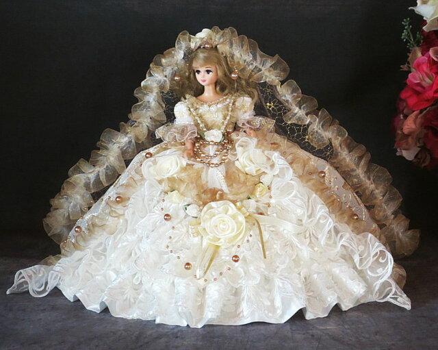 sold ローズレーヌの重厚で気品溢れるゴールドウェディング ドールドレスの画像1枚目