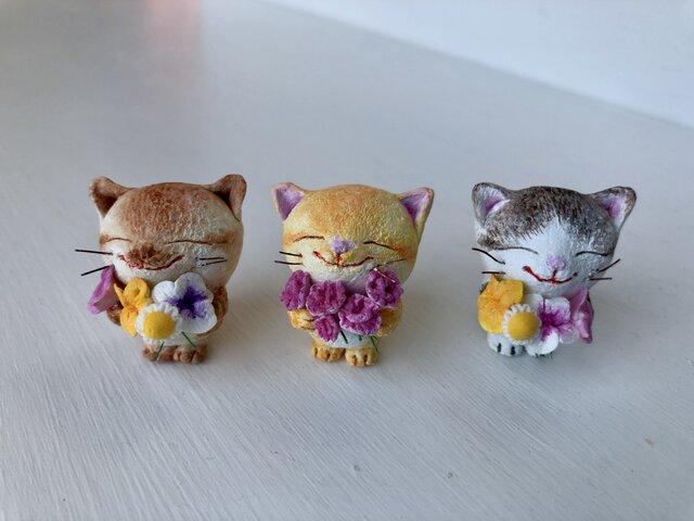 大好きだよ!花束猫さん(黄トラ×カーネーション)の画像1枚目