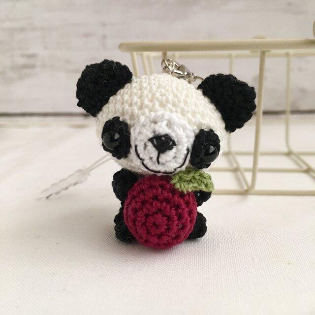 【受注生産】赤リンゴ・白黒パンダさん・鈴付きイヤホンジャックストラップの画像1枚目