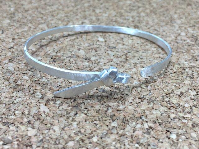 【サン結び腕輪-鍛造仕上げ-】純銀の画像1枚目