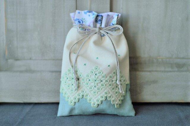 糸の彫刻刺繍エプロン巾着(フォレストグリーン)の画像1枚目