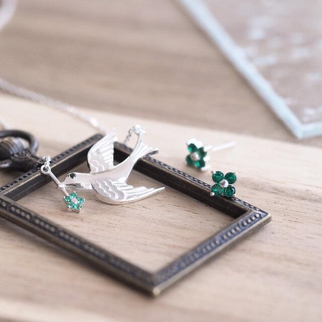 お得な春set) emerald ツバメ ネックレス&フラワー ピアス 2点setの画像1枚目
