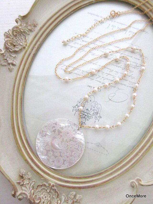 【現品限り】装飾シェルと淡水パールのネックレス(14kgf)の画像1枚目