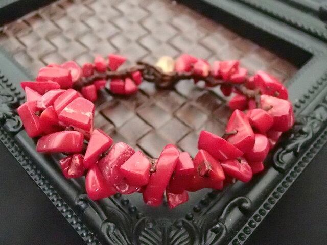 赤サンゴの編みバングルの画像1枚目
