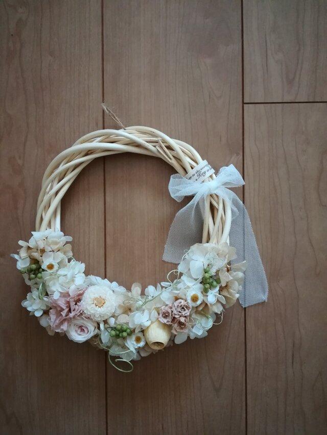 チュールリボンと優しい花々のwreathの画像1枚目