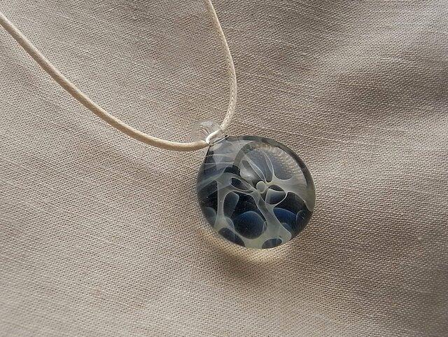 波間7・ガラスのペンダント・コード・ガラス製の画像1枚目