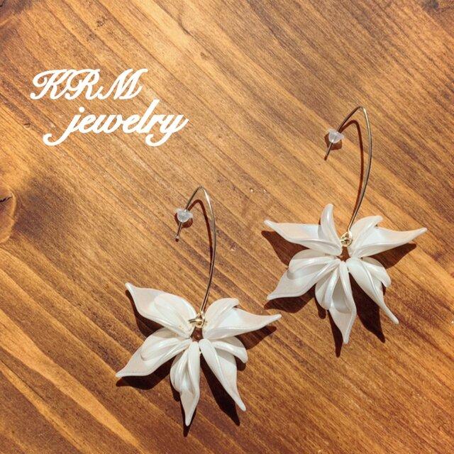 White flower pierce  Ⅰの画像1枚目