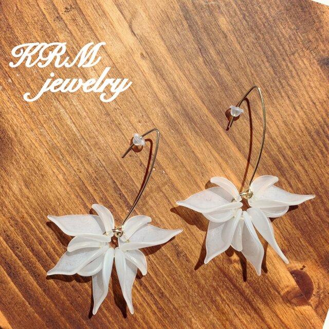 White flower pierce  Ⅱの画像1枚目