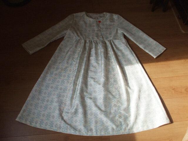 白紬からワンピース 絹の画像1枚目