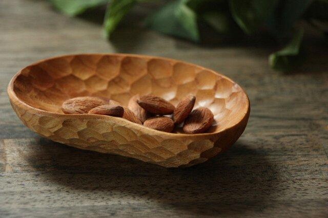 手彫りの豆皿  豆形 けやき『受注製作』の画像1枚目