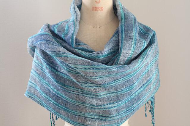 手織り ブルー段染め絹麻糸の広巾ショールの画像1枚目